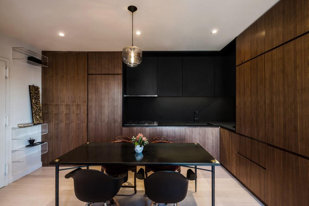 дневна и кухня в едно в тъмни цветове_2