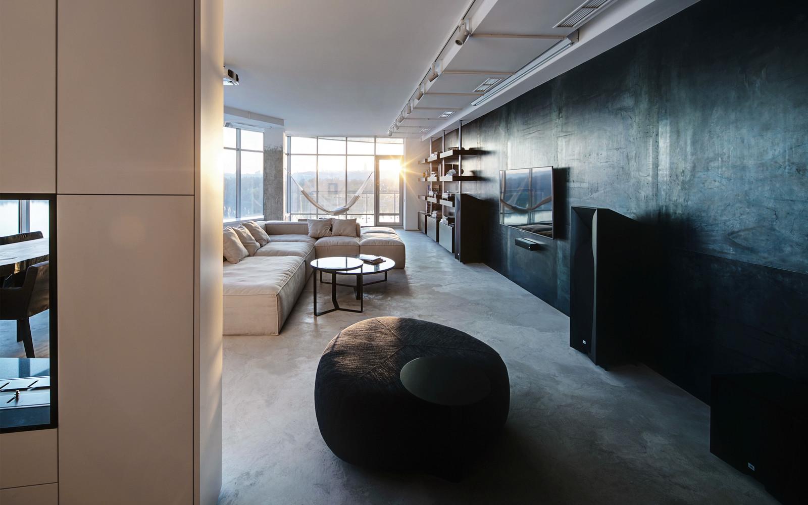 панорамни прозорци и свобода в просторния градски апартамент_5