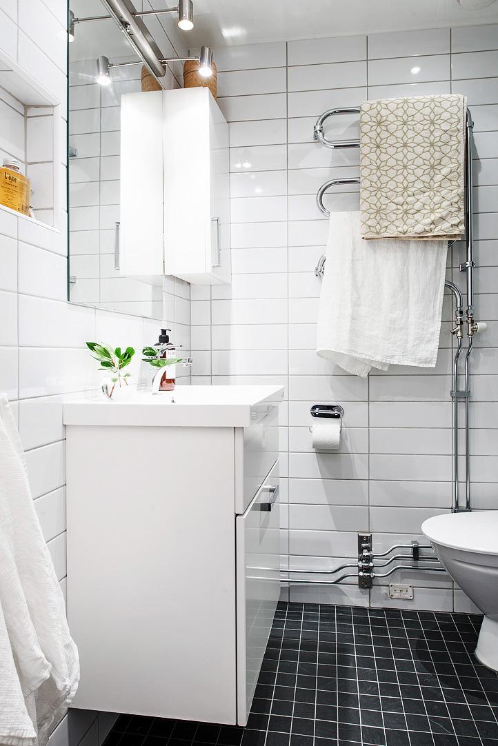 светъл двустаен апартамент в скандинавски стил_баня2