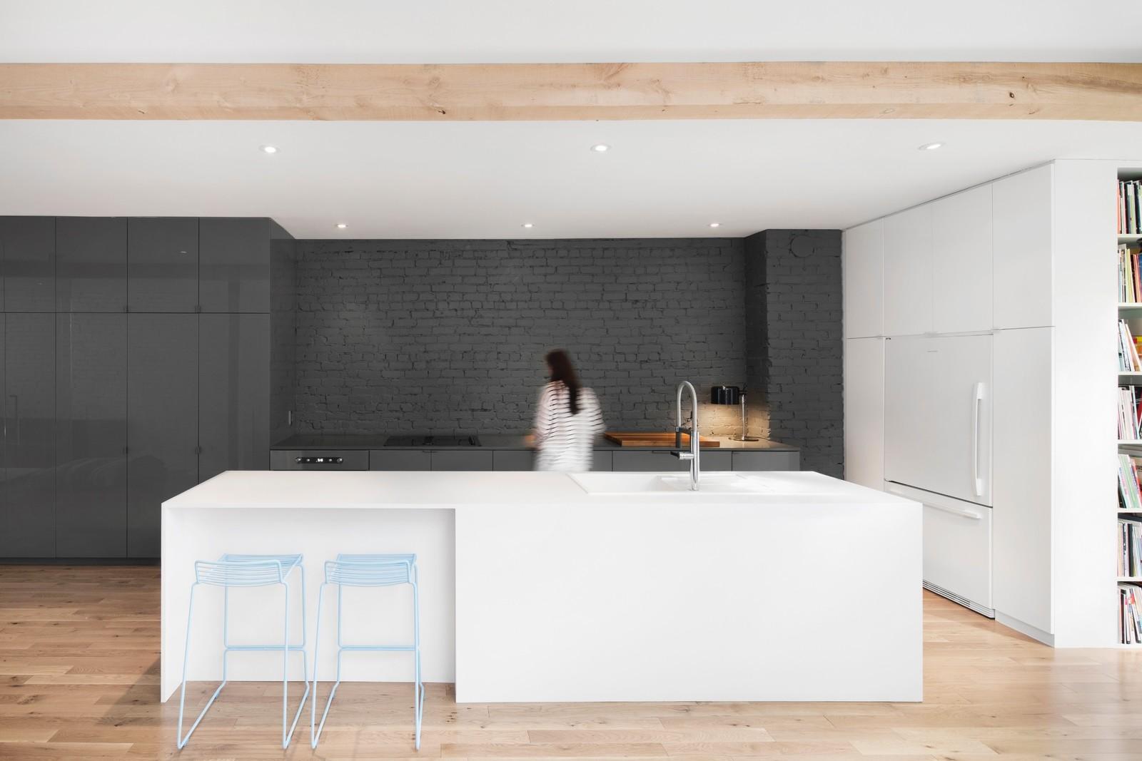 съвременно жилище с тухлени стени_1
