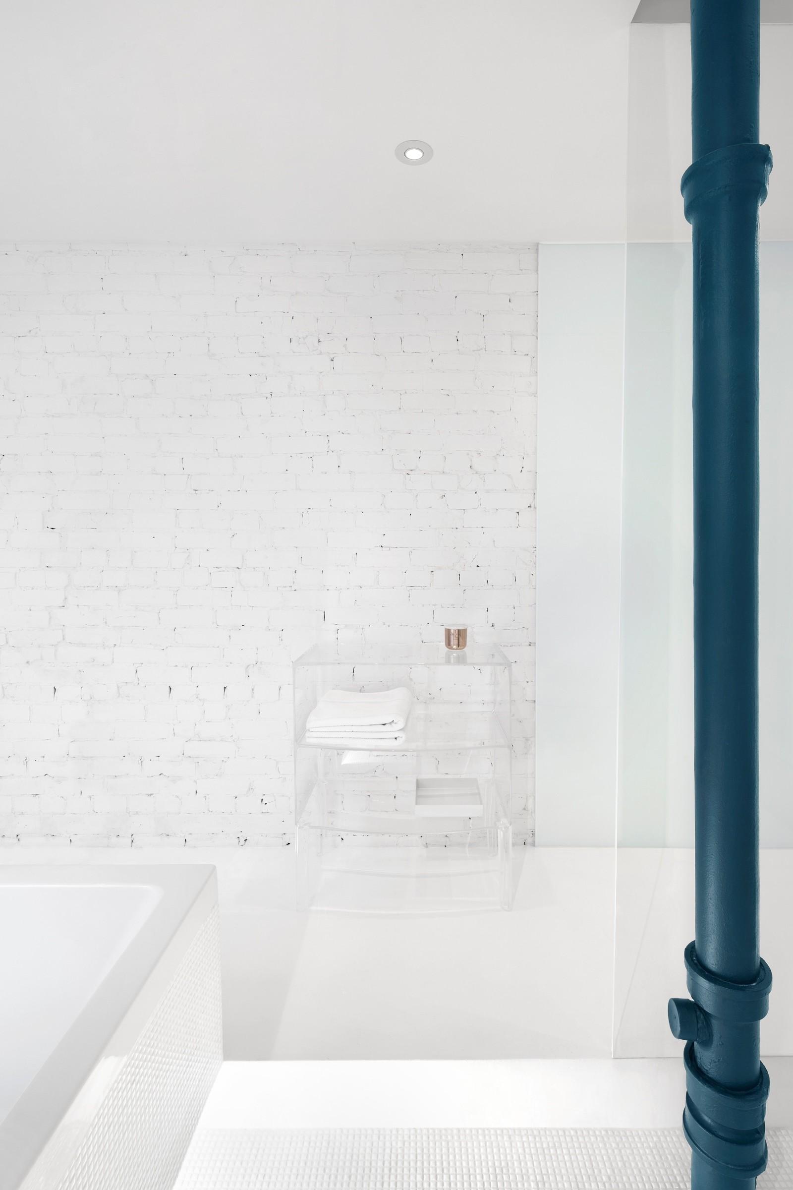 съвременно жилище с тухлени стени_14