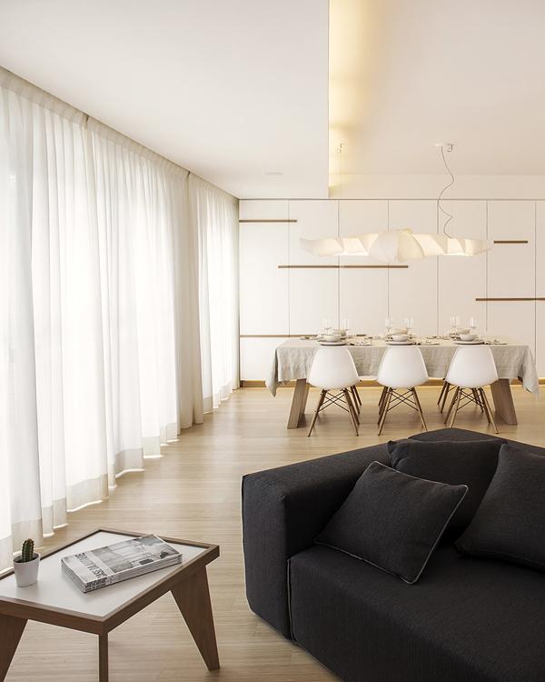 бяло и дърво_елегантен апартамент в Италия_3
