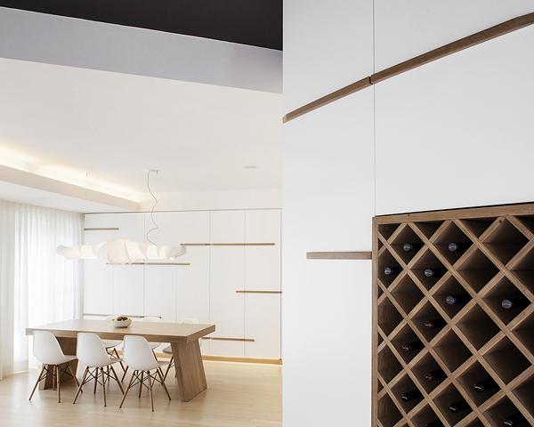 бяло и дърво_елегантен апартамент в Италия_5