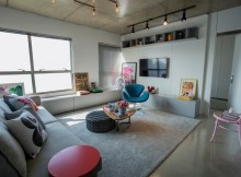 70 кв. м съвременно жилище с индустриални детайли