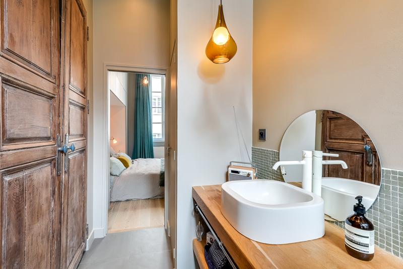 светъл двустаен апартамент в Париж_12