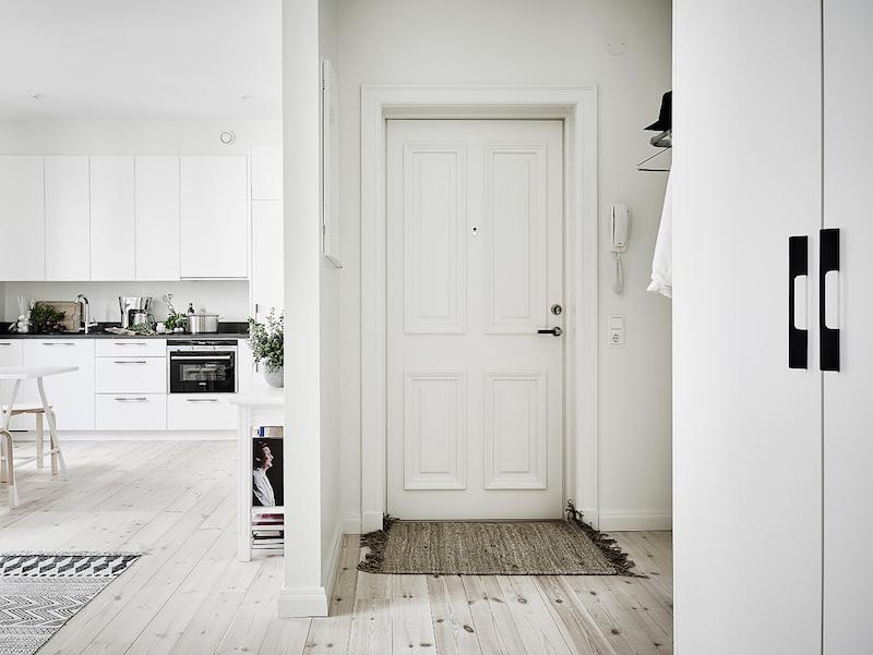 скандинавско студио със светъл интериор_9