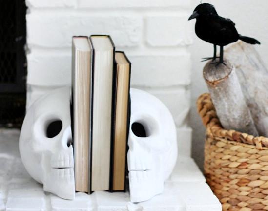 държач за книга череп