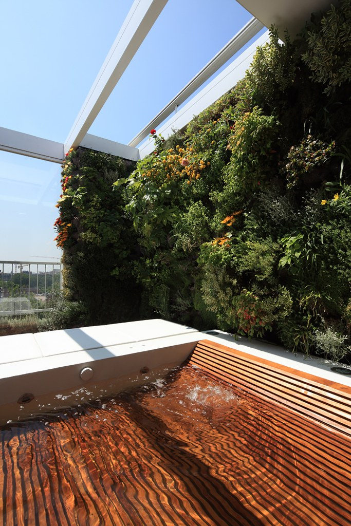 вертикални градини и джакузи на терасата_8