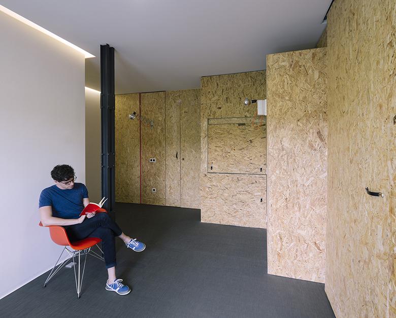 гъвкав дизайн за малък апартамент от шперплат_9