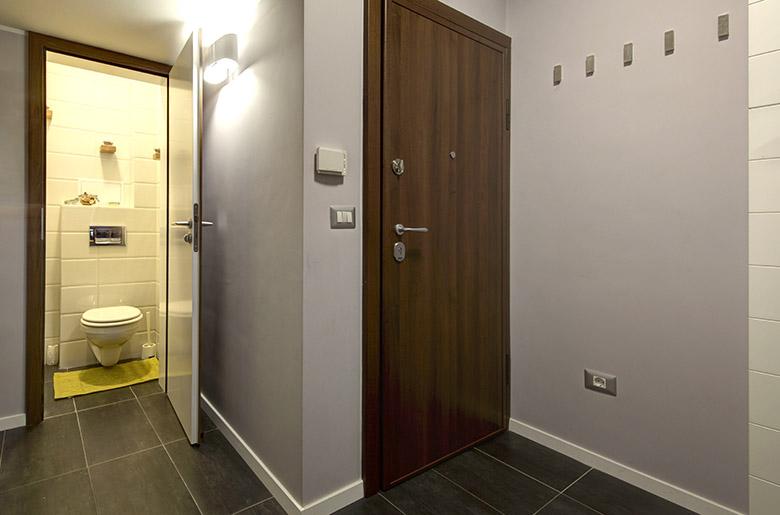 нов интериор за тристайно жилище в София_антре_2