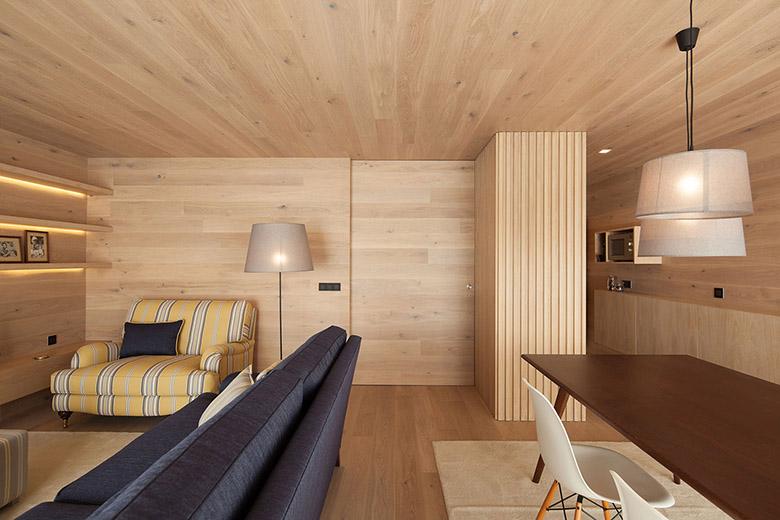 облечен в дърво апартамент в Португалия_15