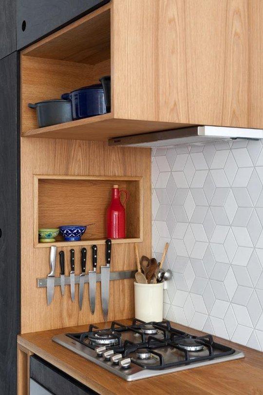 поставка за ножове от вътрешната стена на шкафове