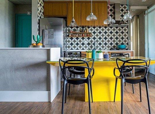 практични идеи за малка кухня - маса по продължение на кухненския остров