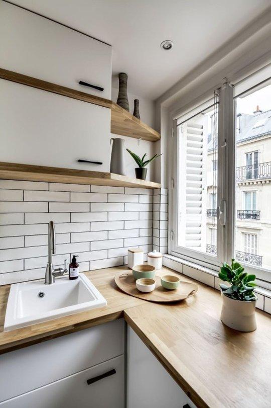 практични идеи за малка кухня - рафтове до прозореца