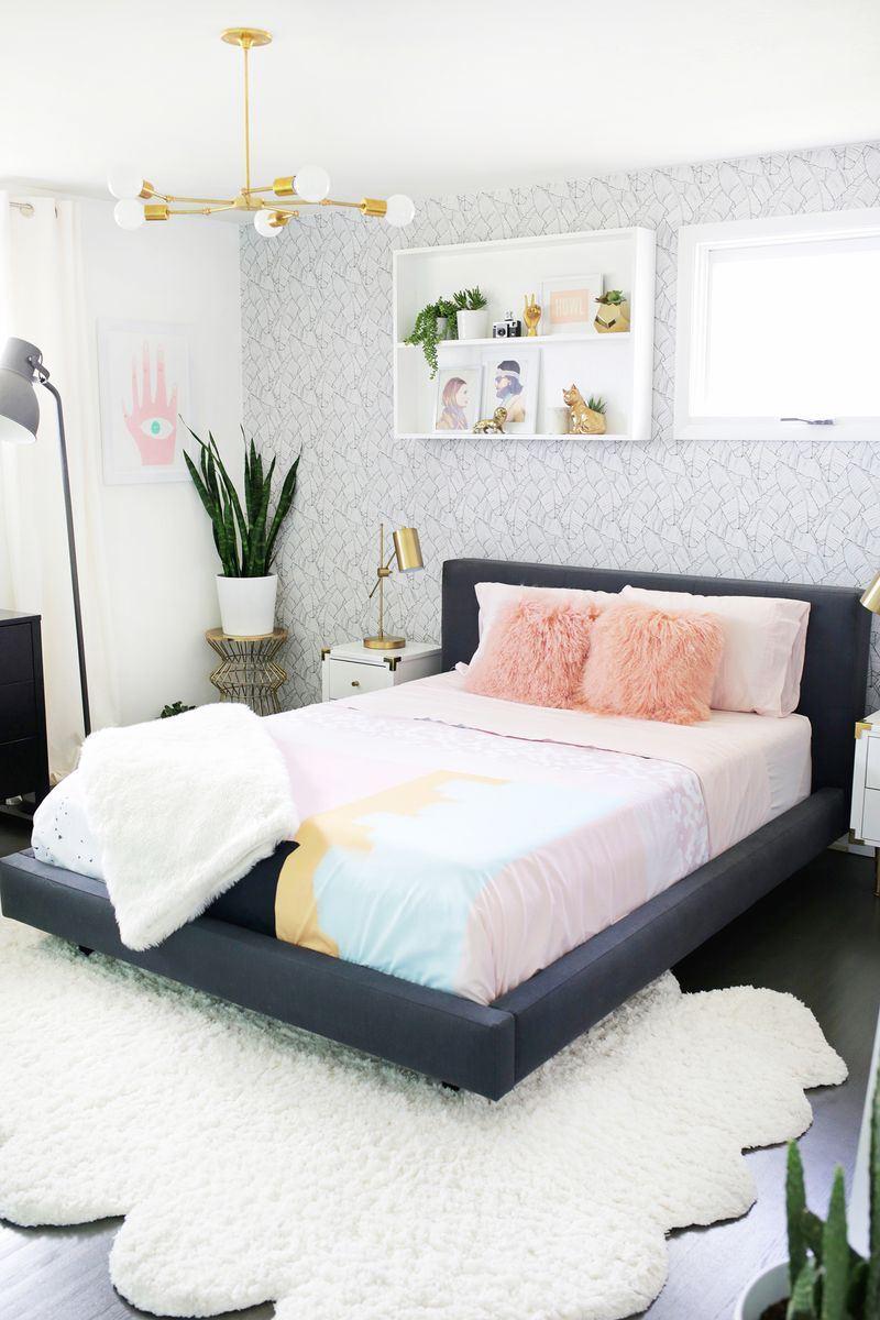 пухкави възглавници и килим