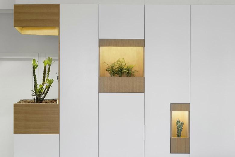 стена от шкафове разделя апартамента_7
