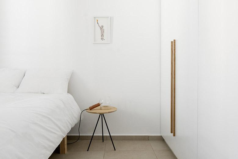 стена от шкафове разделя апартамента_9