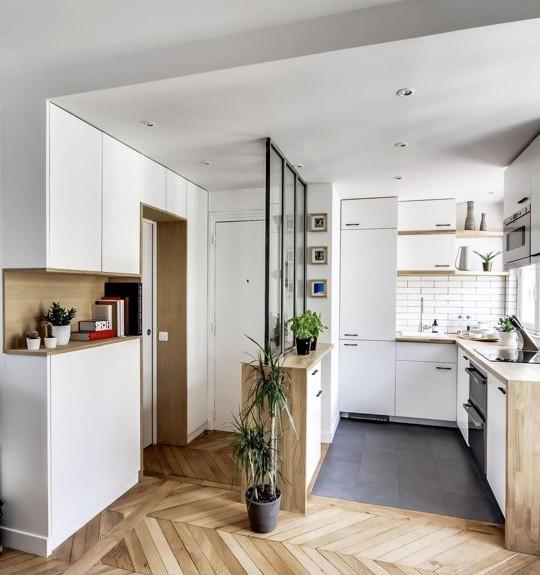 практични идеи за малка кухня - преграда с шкафове