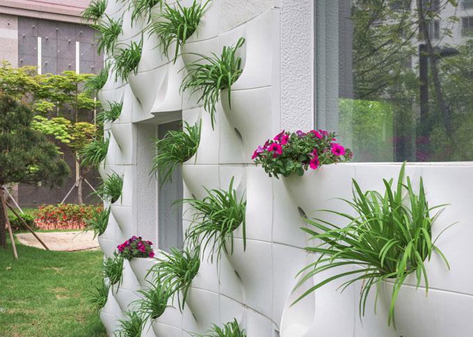 вградени саксии с цветя във фасада_2