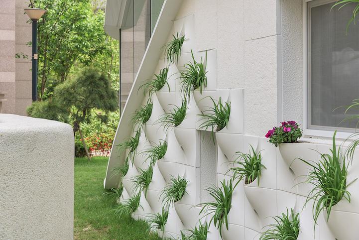 вградени саксии с цветя във фасада_5