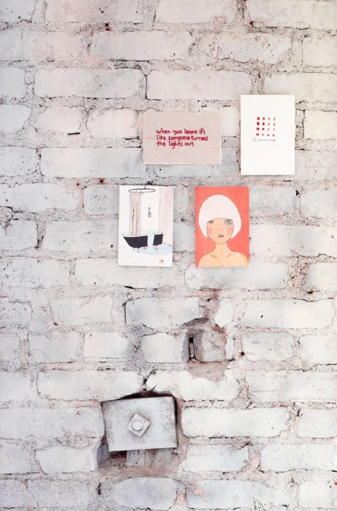 нестандартни мебели и светли цветове в старо жилище_11