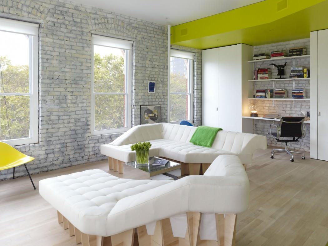 нестандартни мебели и светли цветове в старо жилище_16