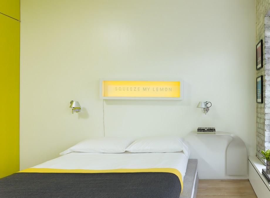 нестандартни мебели и светли цветове в старо жилище_8