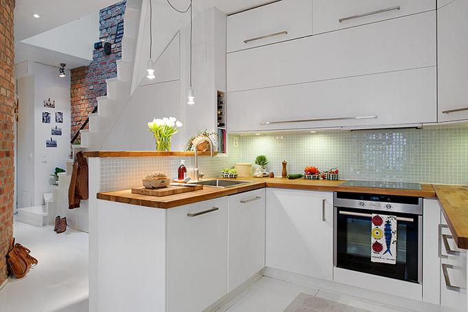 светъл мезонет в скандинавски стил_бяла кухня_1