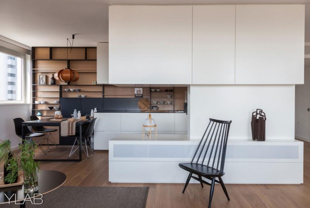 хол и кухня в едно_модерен дом Барселона_3