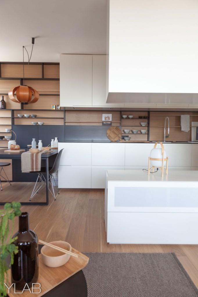хол и кухня в едно_модерен дом Барселона_4