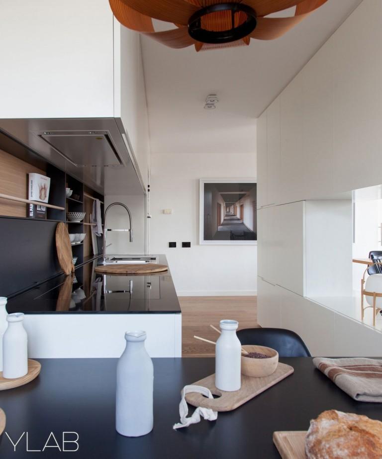 хол и кухня в едно_модерен дом Барселона_6