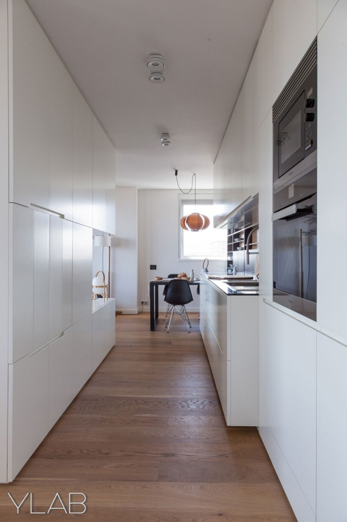 хол и кухня в едно_модерен дом Барселона_9