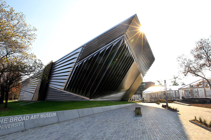 Eli and Edythe Broad Art Museum Заха Хадид_3