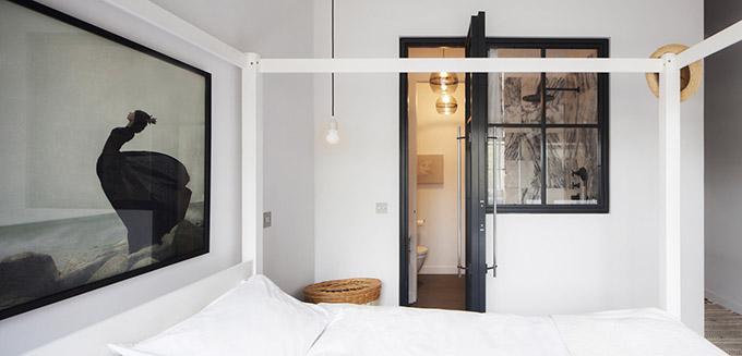 монохромен интериор на малко жилище_6