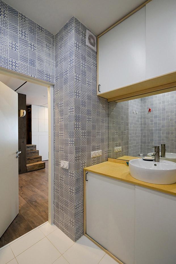 повдигната спалня малък 35 кв дом_баня 2