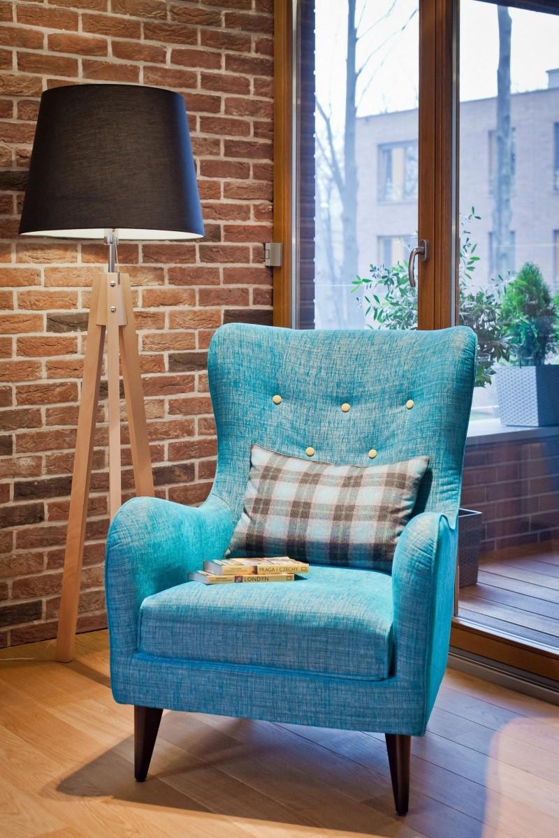 Стилен цветен интериор на апартамент_6