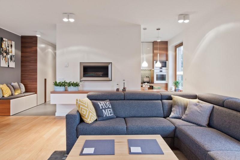 Стилен цветен интериор на апартамент_8