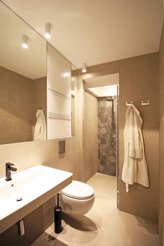 апартамент с изчистен интериор София_баня 1