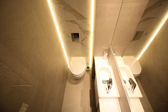 апартамент с изчистен интериор София_баня 8