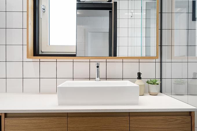 малък апартамент за живеене и работа 53 кв. м_баня 2
