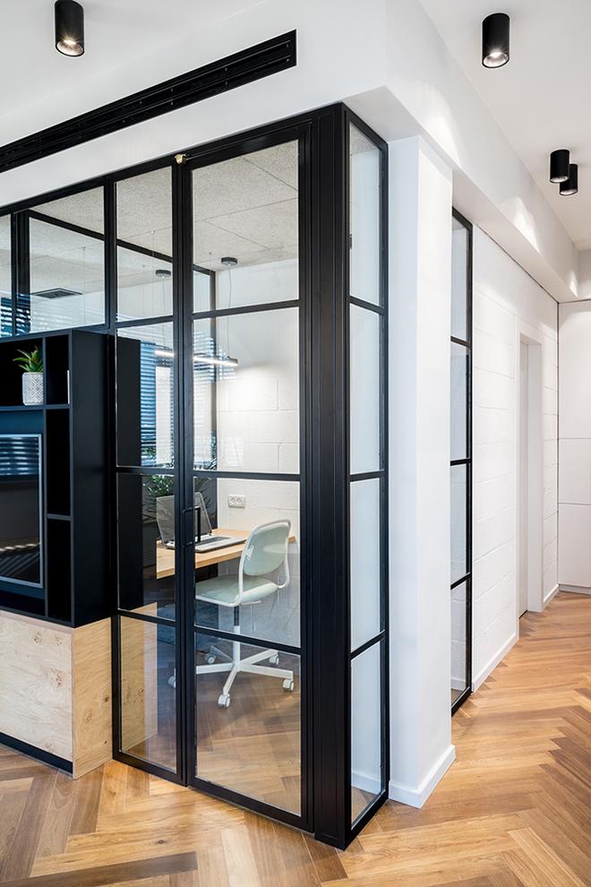 малък апартамент за живеене и работа 53 кв. м_офис 1