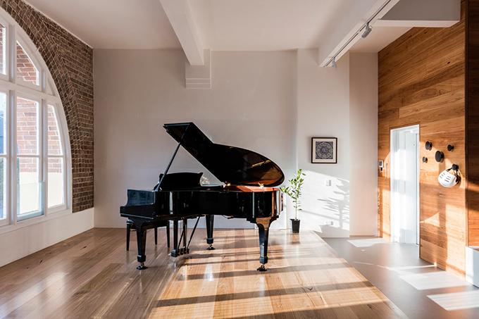 светъл апартамент в бивша фабрика_6 пиано