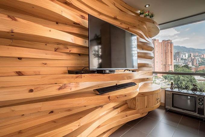 идея дървена стена с рафтове_1