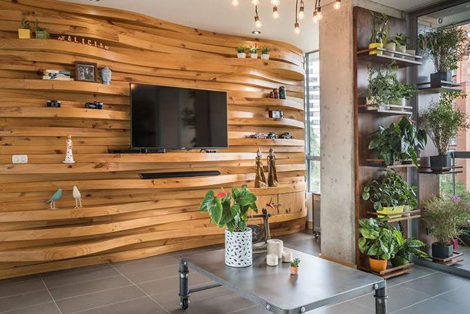 идея дървена стена с рафтове_2