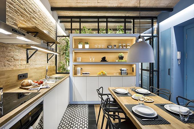 40 кв. м малък цветен апартамент в Барселона_1
