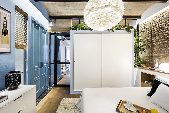 40 кв. м малък цветен апартамент в Барселона_13