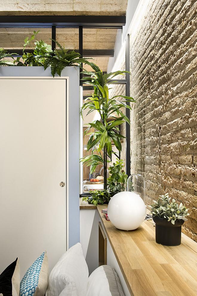 40 кв. м малък цветен апартамент в Барселона_15