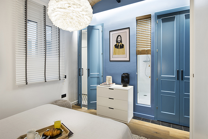 40 кв. м малък цветен апартамент в Барселона_16