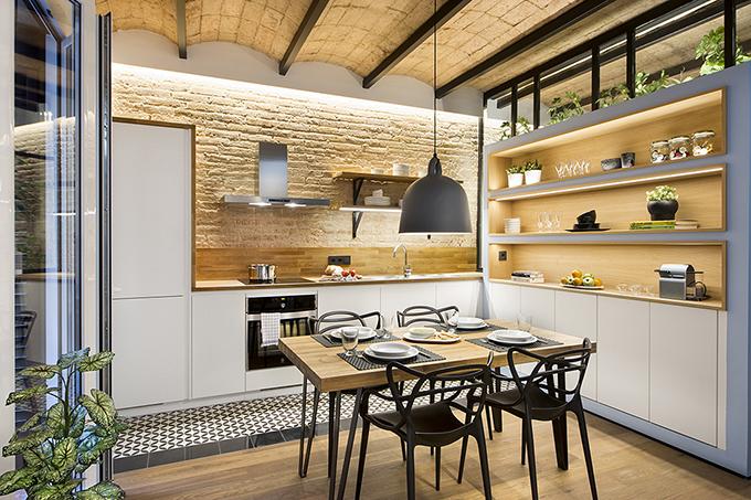 40 кв. м малък цветен апартамент в Барселона_23