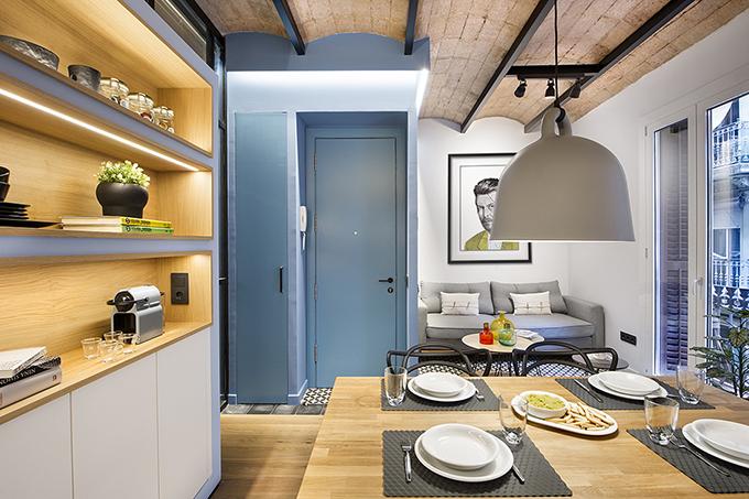 40 кв. м малък цветен апартамент в Барселона_26